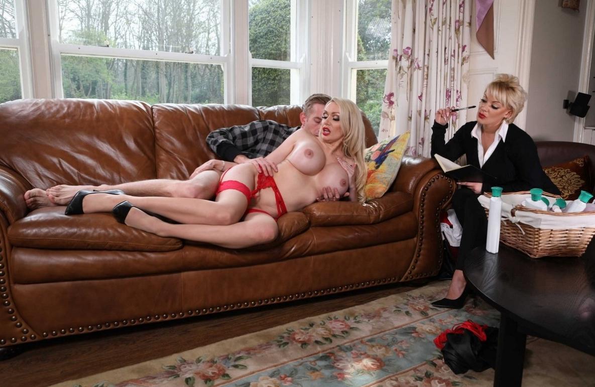 Секс на диване